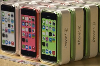 file-apple-iphone-5c-phones-are-pictured-apple-retail-store-fifth-avenue-manhattan-new-york